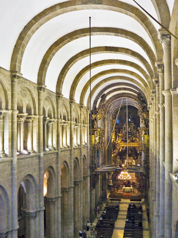 interior de la catedral de santiago de compostela: