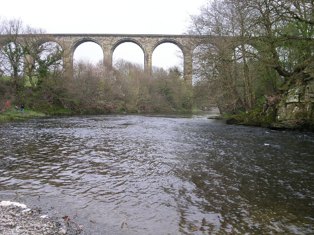 Cefn railway viaduct over river Dee - geograph.org.uk - 36219