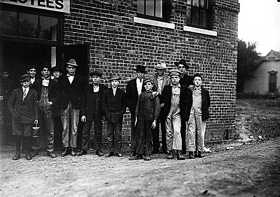 File:Child workers in Kirksville, MO.jpg