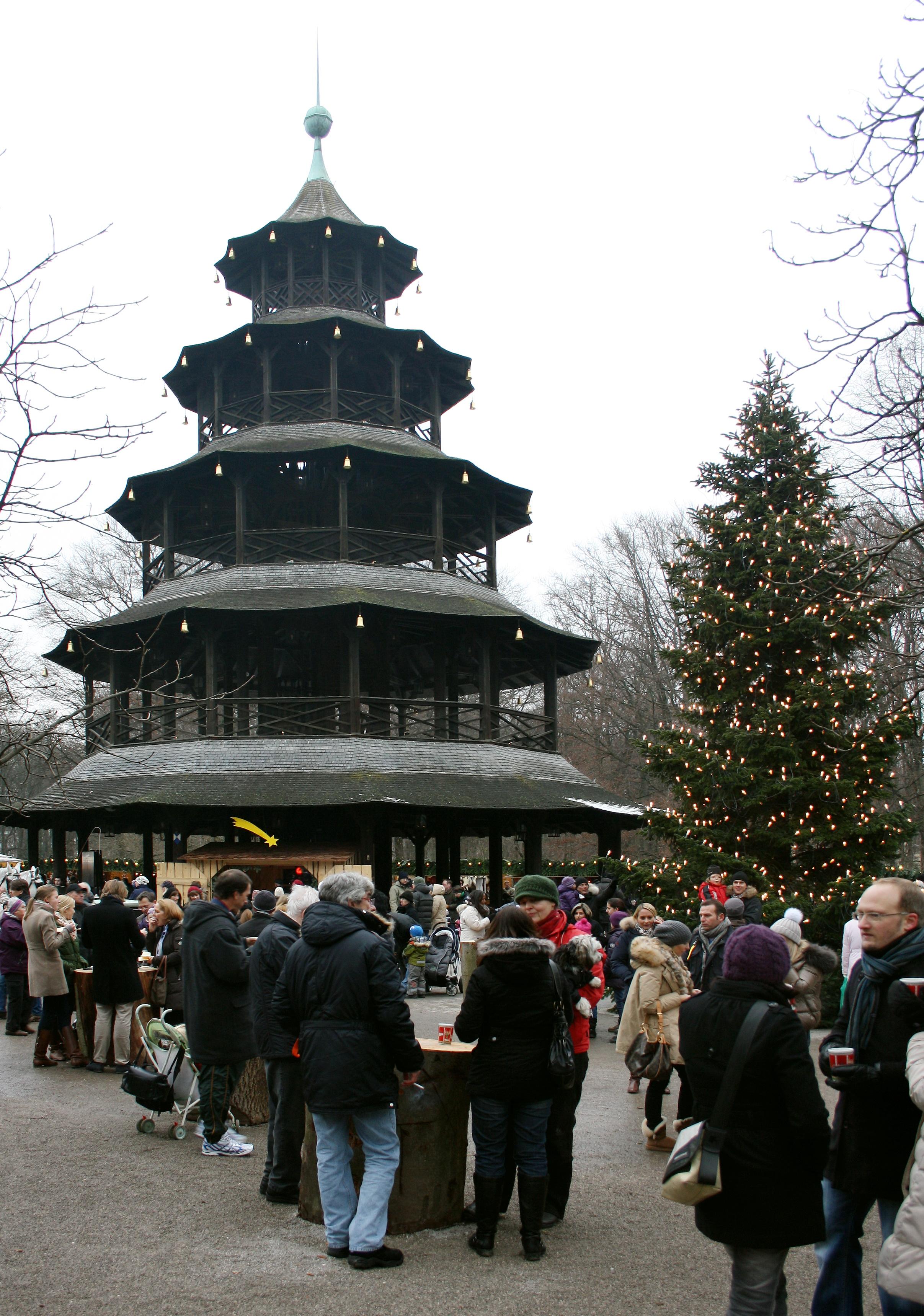 Weihnachtsmarkt Am Chinesischen Turm.File Chinesischer Turm Englischer Garten Muenchen Weihnachtsmarkt