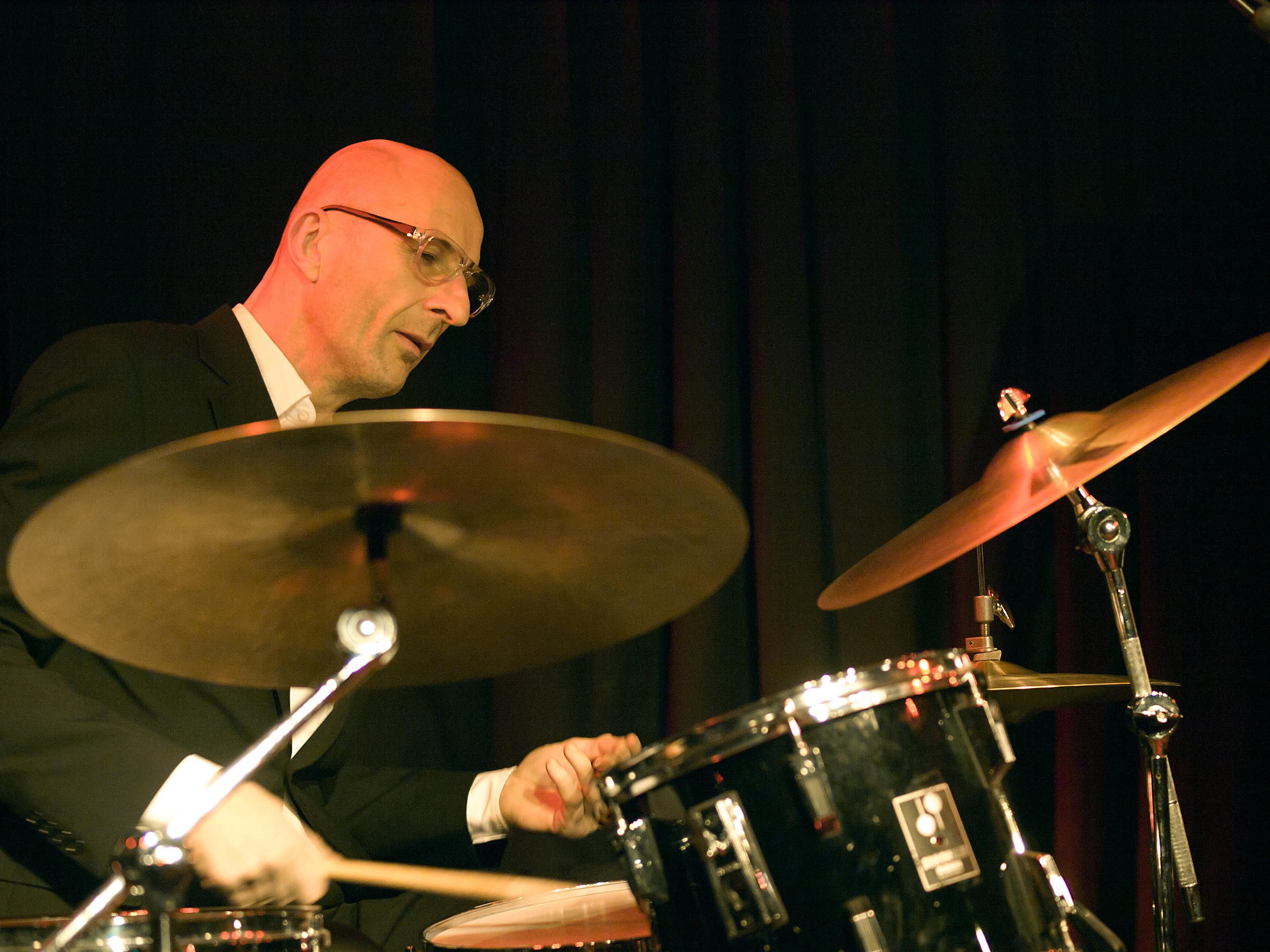 Clive Deamer, batería adicional de la banda en las giras de The King of Limbs y A Moon Shaped Pool.