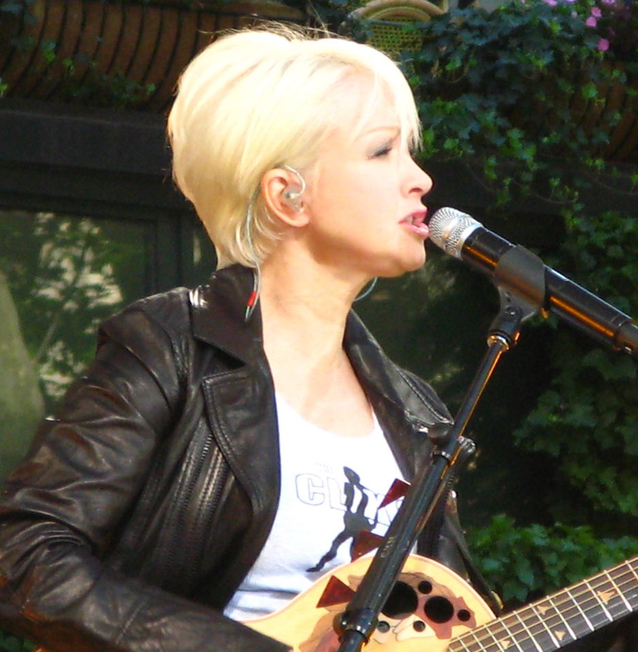 Picture of a band or musician: Cindy Lauper