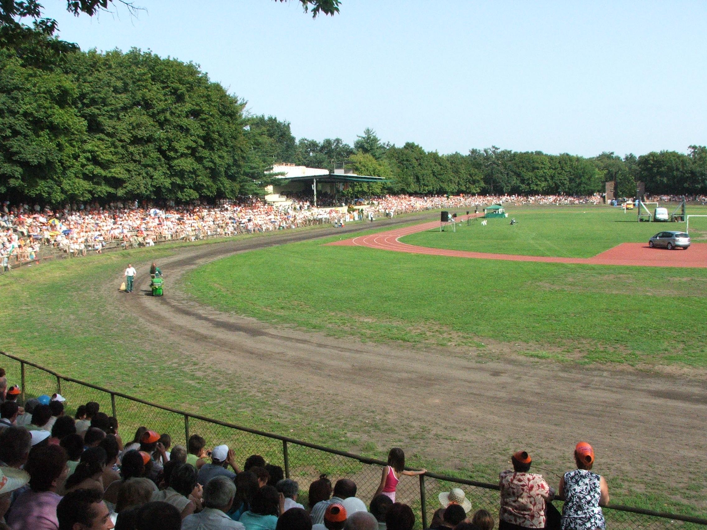 File Debrecen Nagyerdei stadion 2006-08-20.jpg - Wikimedia Commons fe79d5ab09