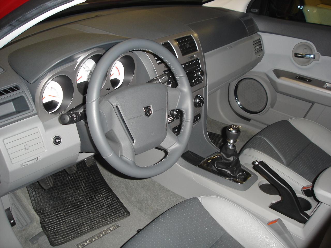 File:Dodge Avenger Innenraum.JPG - Wikimedia Commons