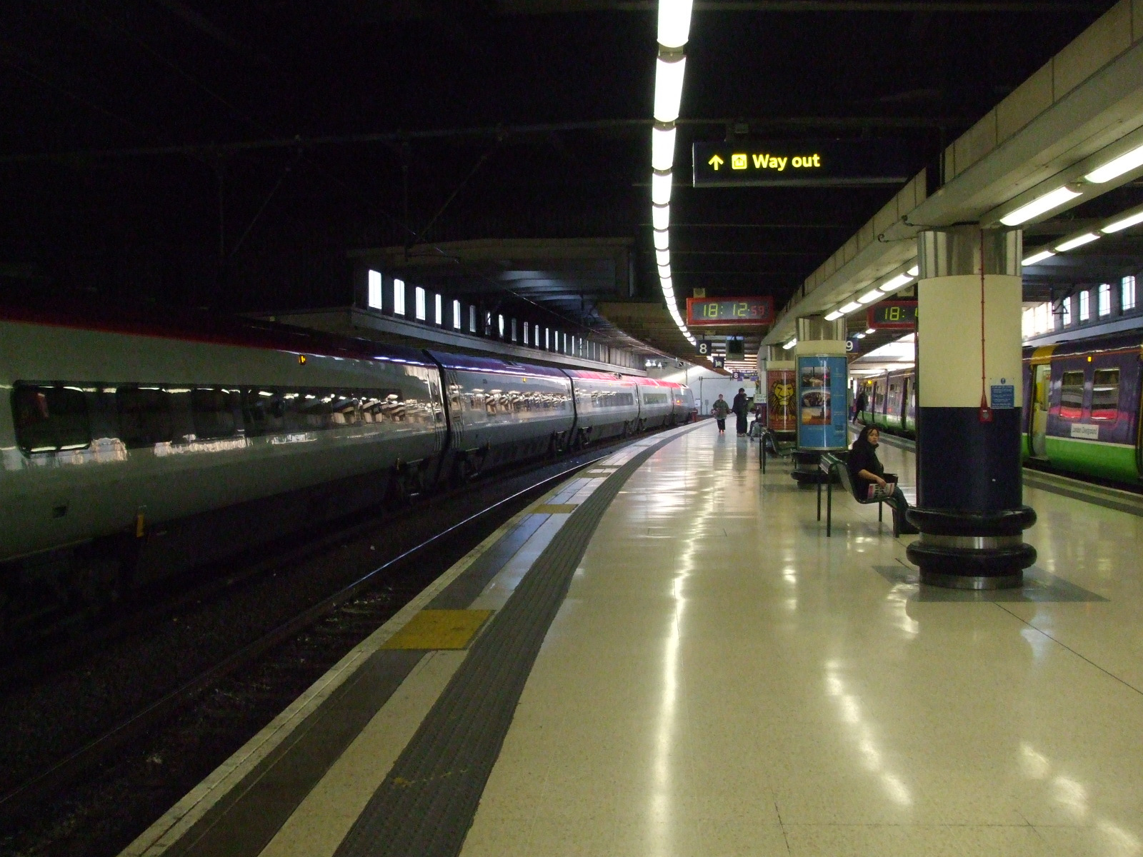 File:Euston station mainline platform 8 look south.JPG ...