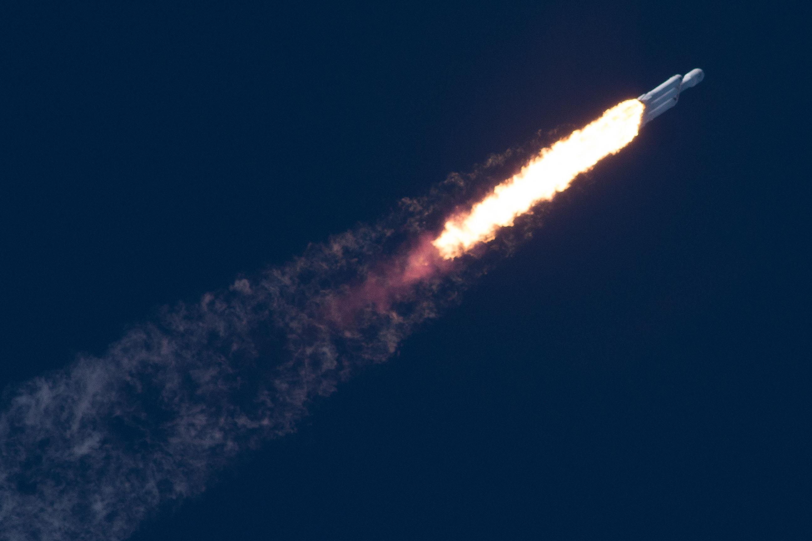 Falcon Heavy test flight - Wikipedia