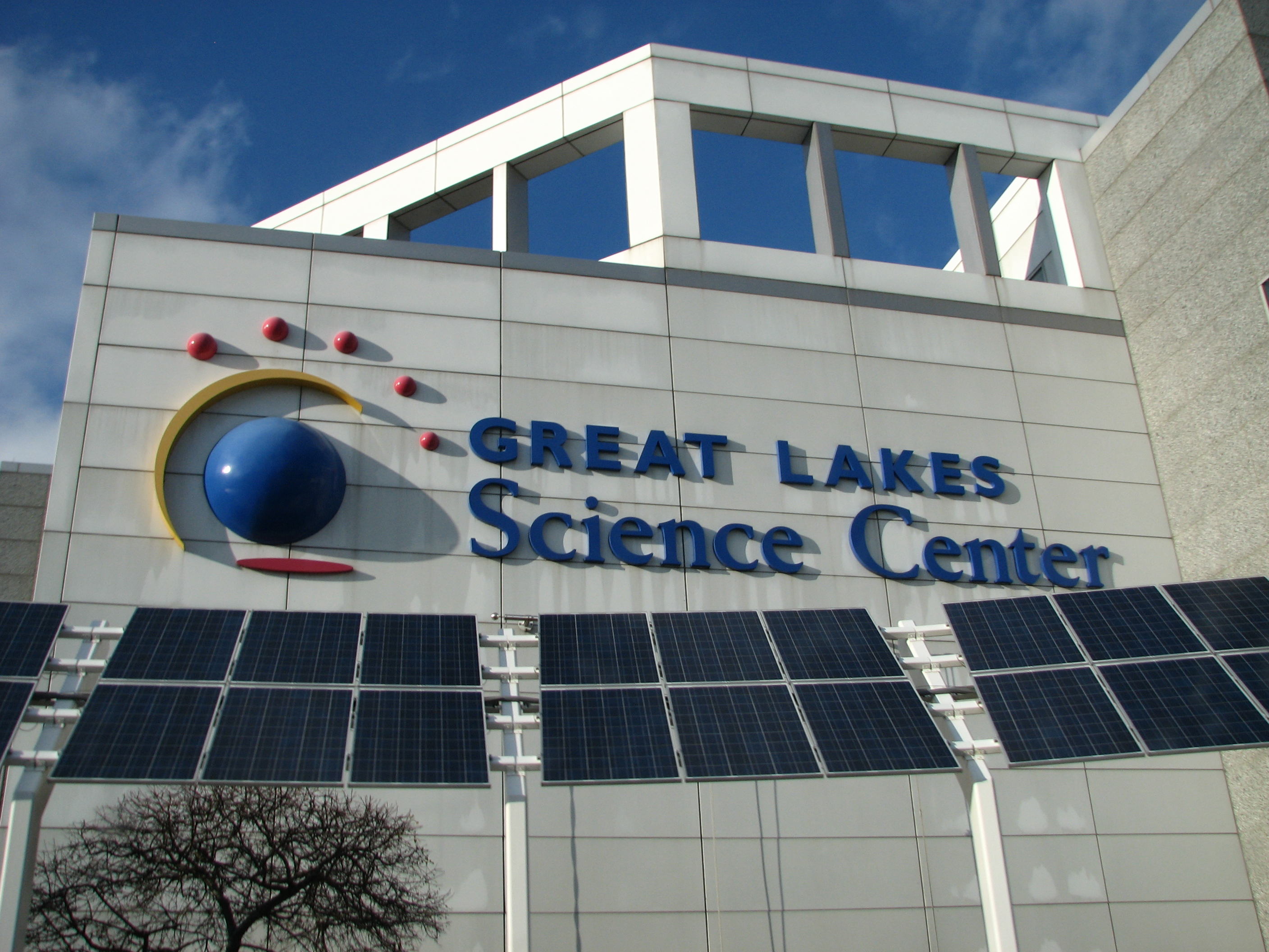 File:Front View of the Great Lakes Science Center.jpg - Wikimedia ...