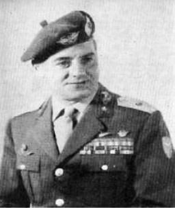 Il generale Aldo Magri primo comandante della ricostituita brigata paracadutisti