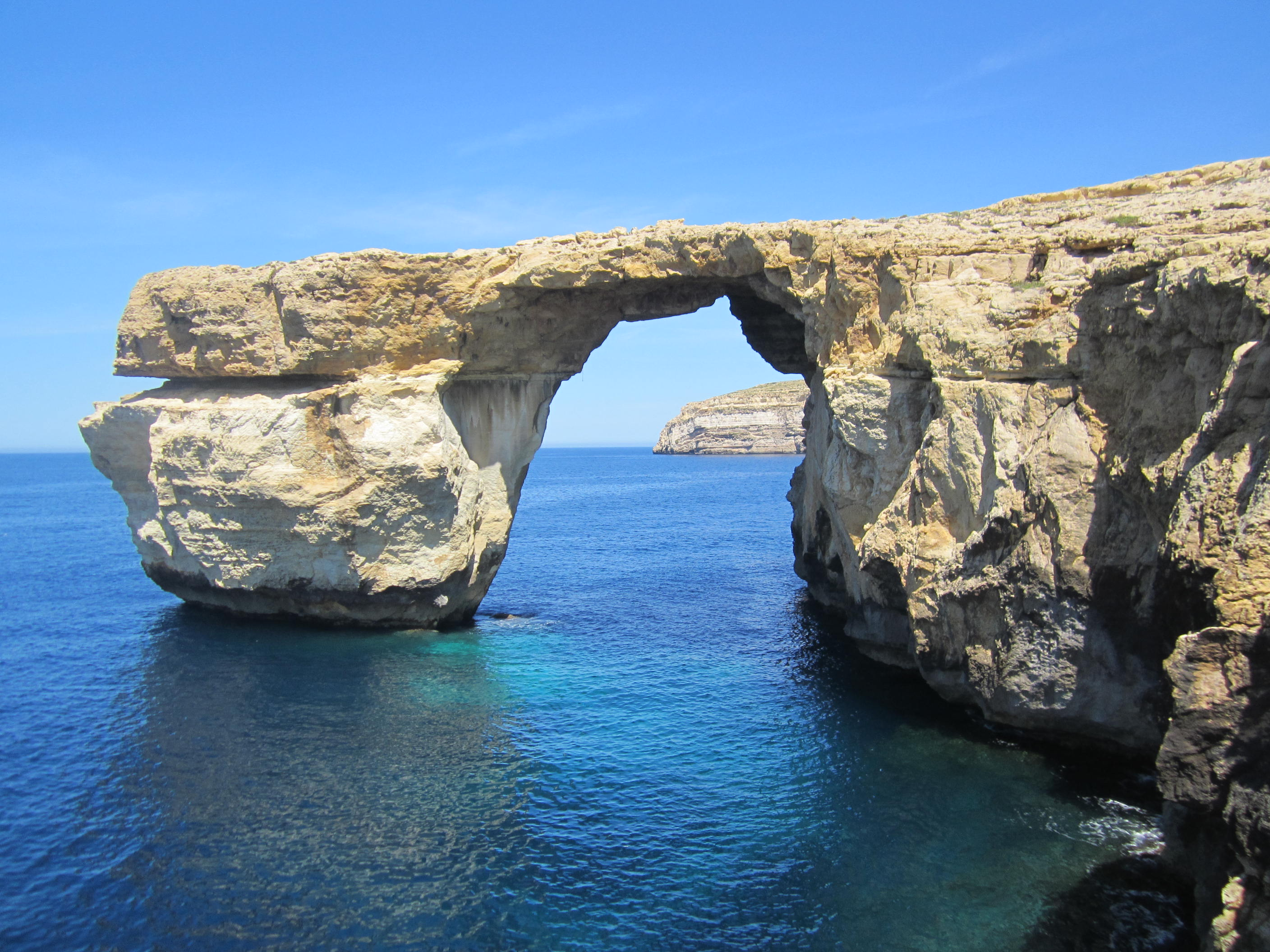 Azure Window Before And After File Gozo Finestra Blu Jpg Wikimedia Commons