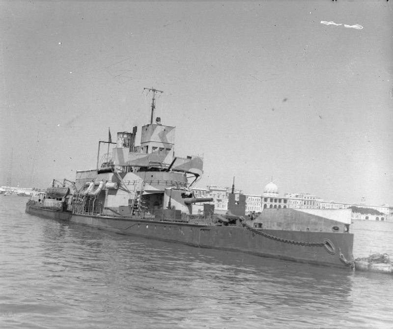 HMS_Aphis_at_Alexandria_WWII_IWM_FL_728.