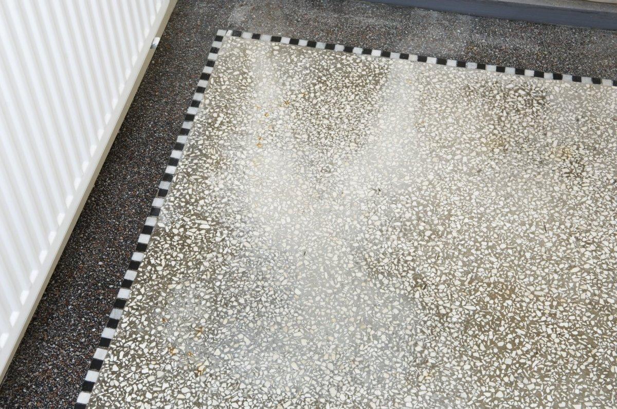 Populair Bestand:Interieur gang, detail granieten vloer met vlekken JS41