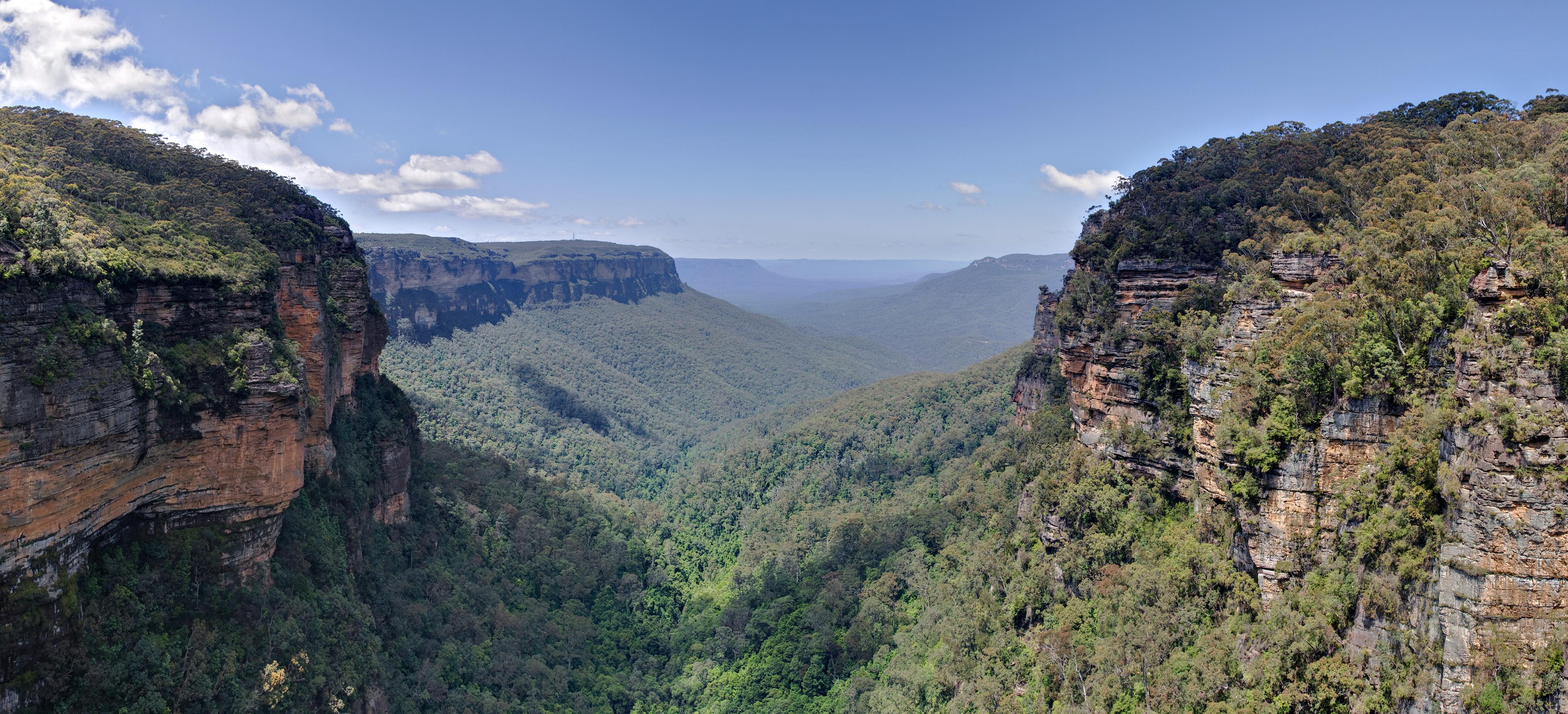 Jamison Valley, Blue Mountains, Australia - Nov 2008.jpg