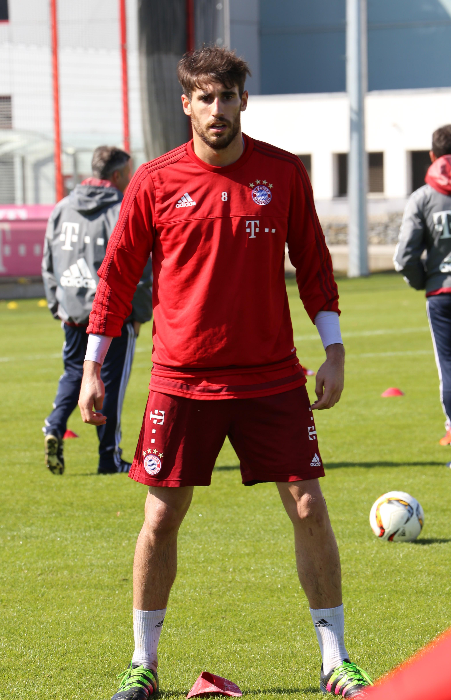 File Javi Martinez Training FC Bayern München 10 Wikimedia