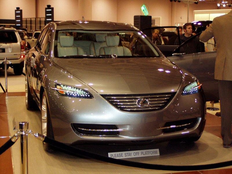 https://upload.wikimedia.org/wikipedia/commons/7/72/Lexus_LF-X_Minneapolis_2004_Auto_Show.jpg