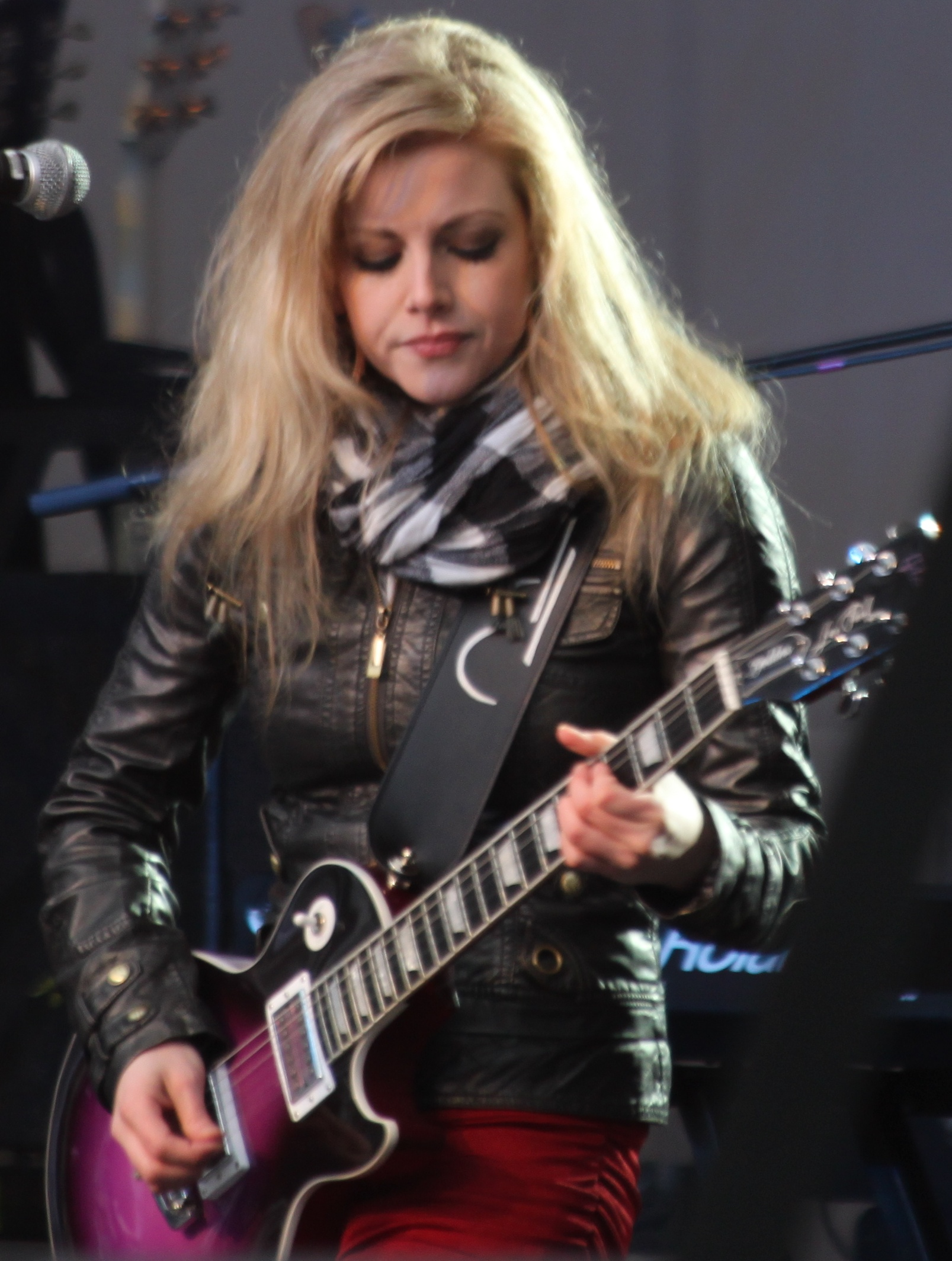 Lindsay Ell - Wikipedia