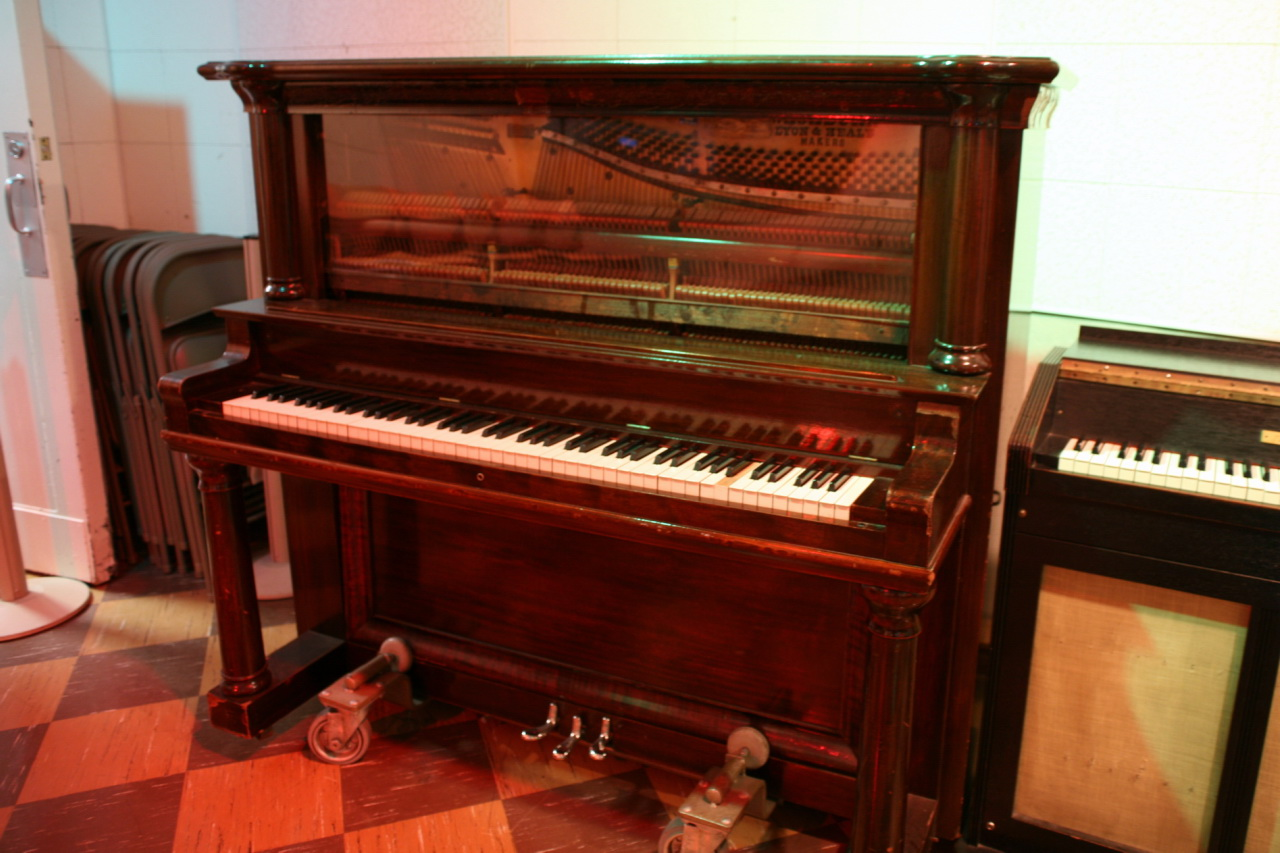 File lyon healy upright piano rcastudiob jpg for What are the dimensions of an upright piano