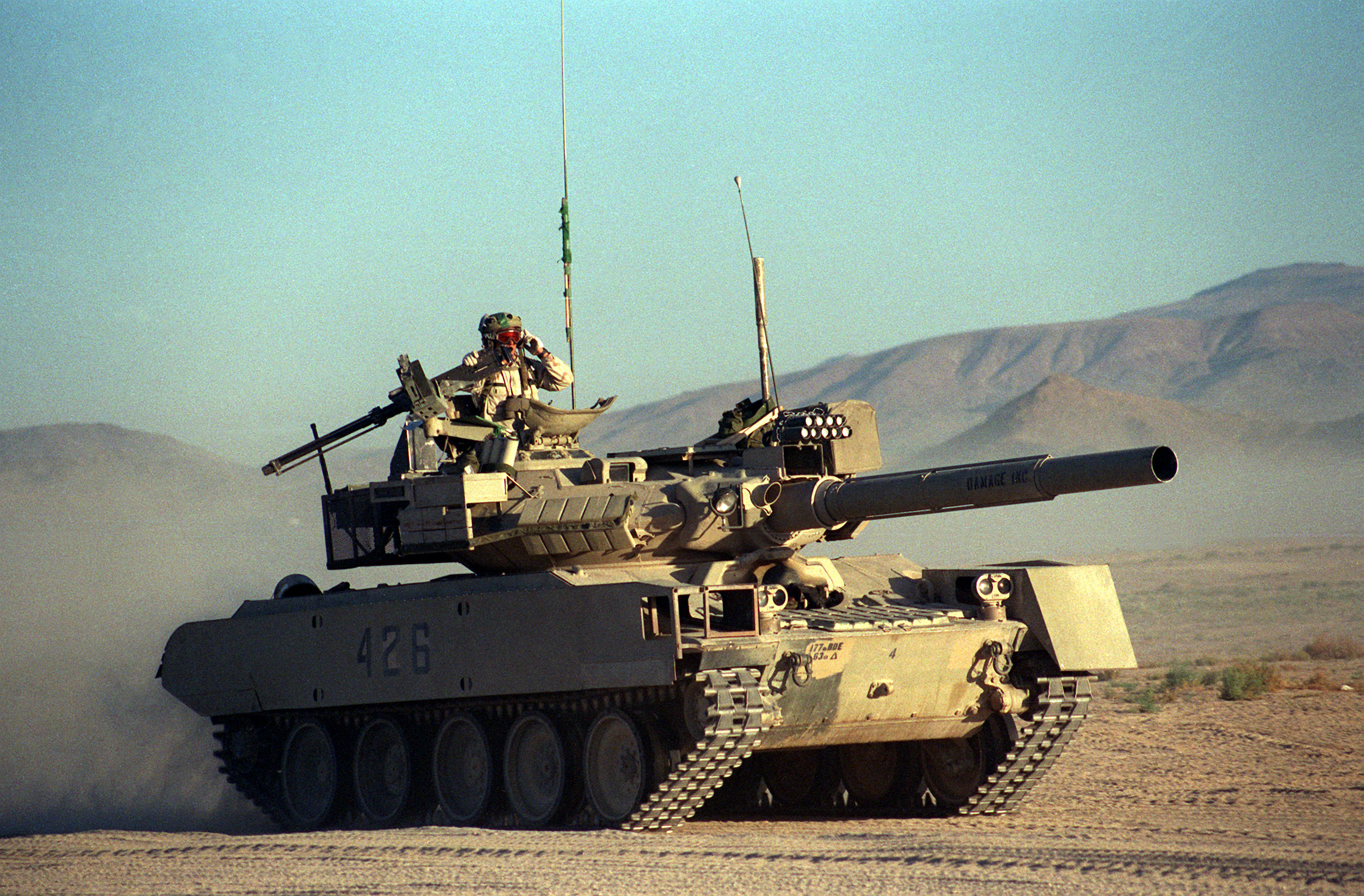 http://upload.wikimedia.org/wikipedia/commons/7/72/M551_Sheridan_vismod_T-80.jpg