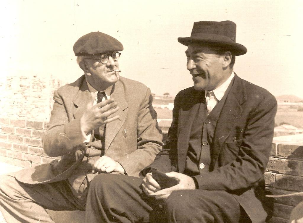 Josep Pla (derecha) junto al también escritor catalán Manuel Brunet.
