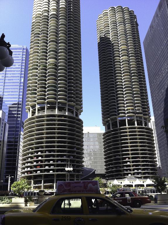 File Marina City Chicago Jpg Wikimedia Commons