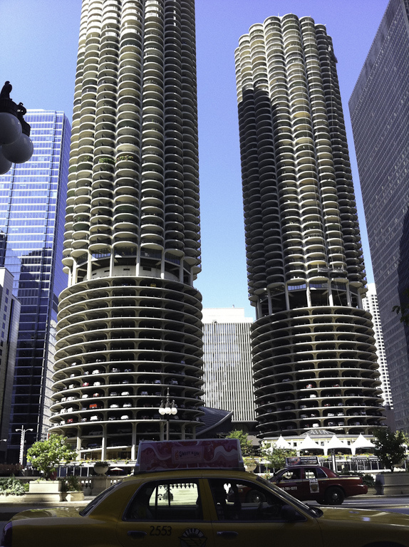 File Marina City Chicago Jpg Wikimedia Commons