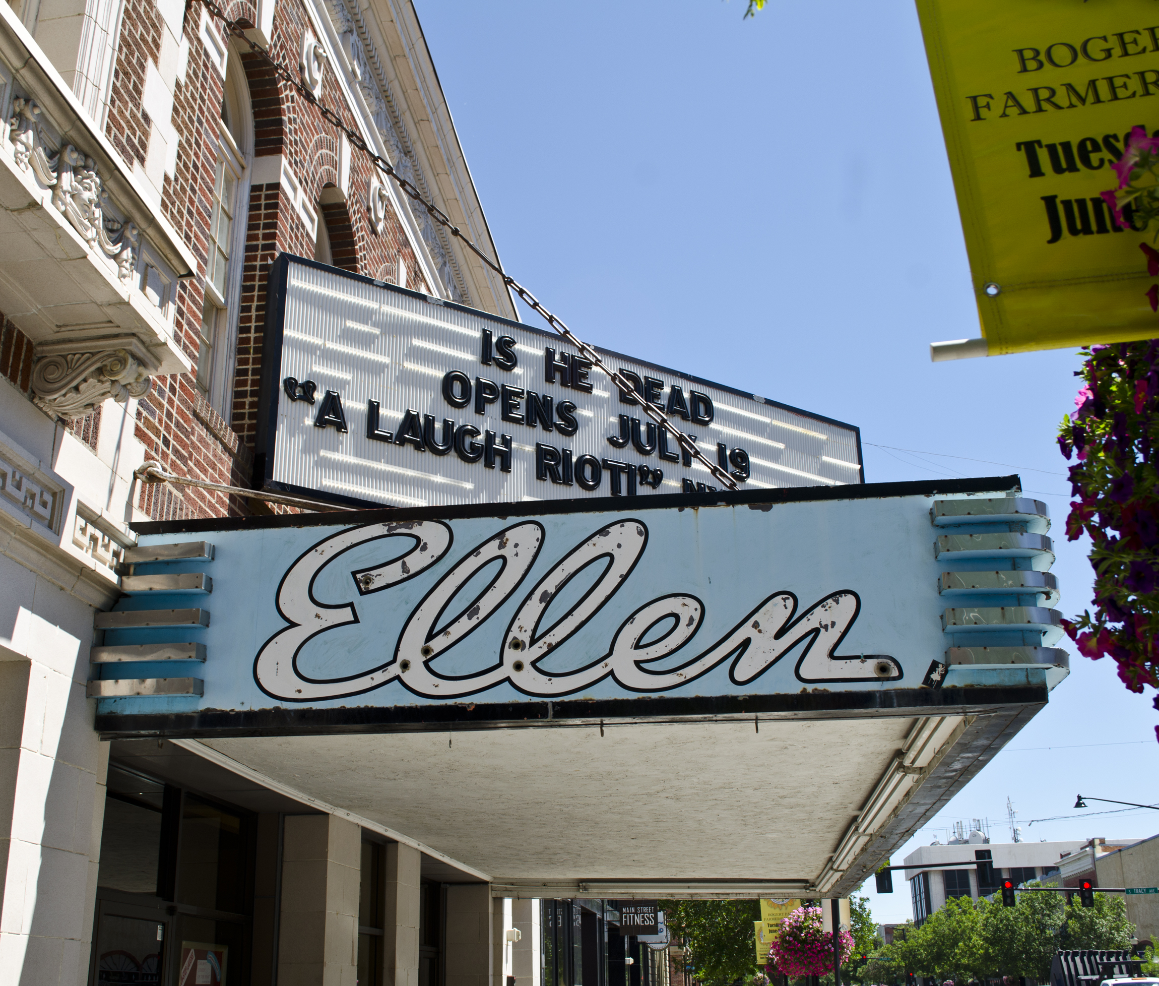 File marquee ellen theater bozeman montana 2013 070 for Cost to build a house in bozeman mt