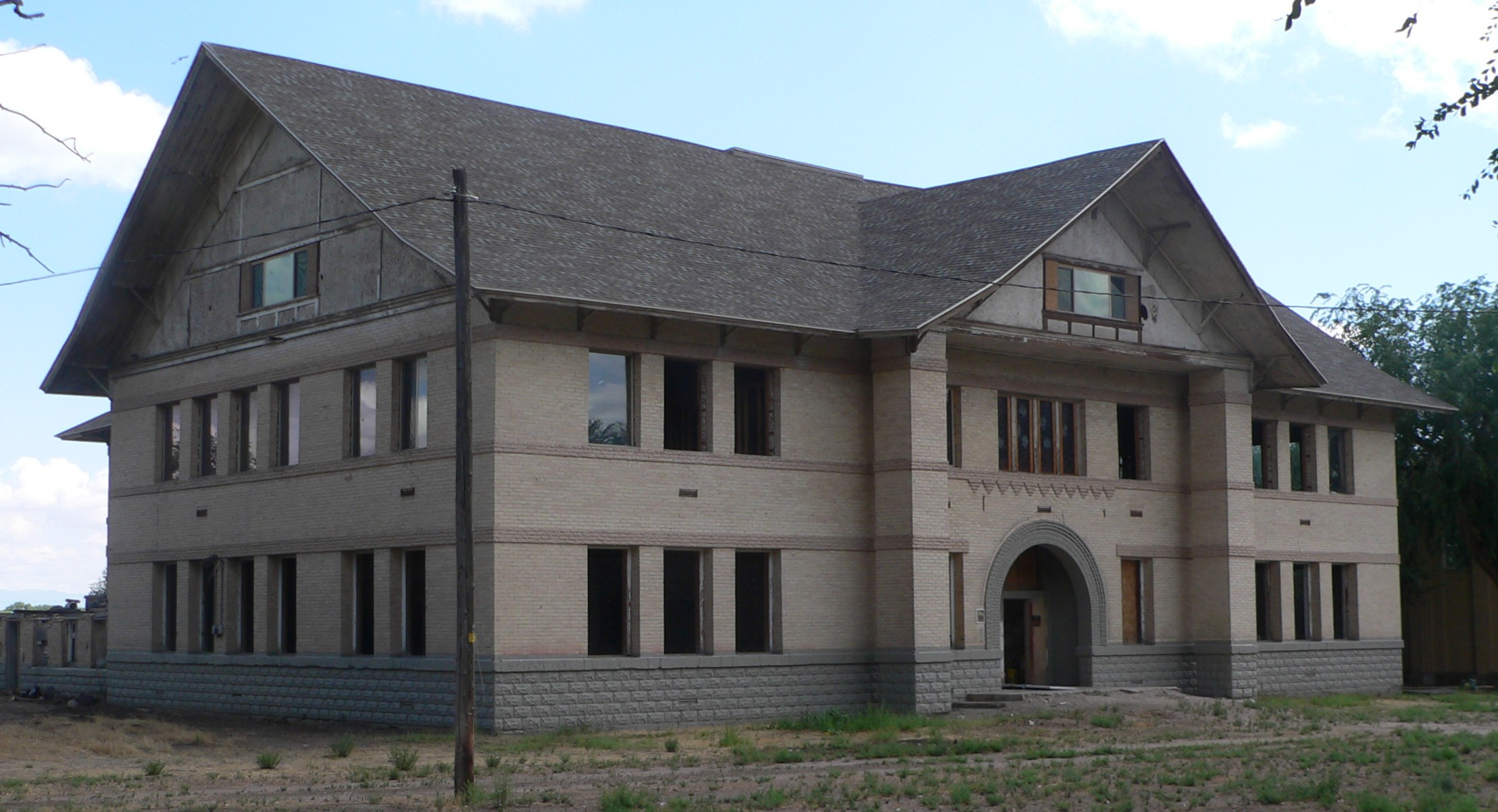 File:Millard Academy (Hinckley, UT) from NW 1.JPG - Wikimedia Commons