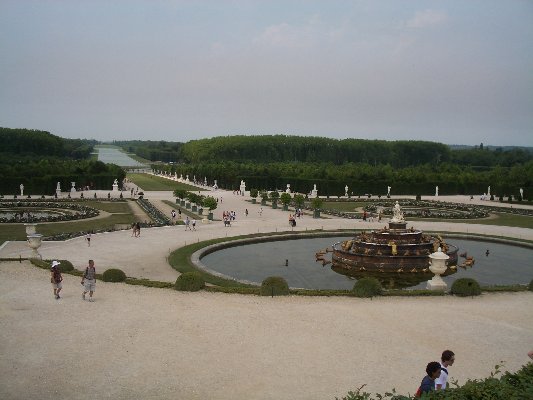 https://upload.wikimedia.org/wikipedia/commons/7/72/Palace_of_Versailles_Gardens_2.JPG