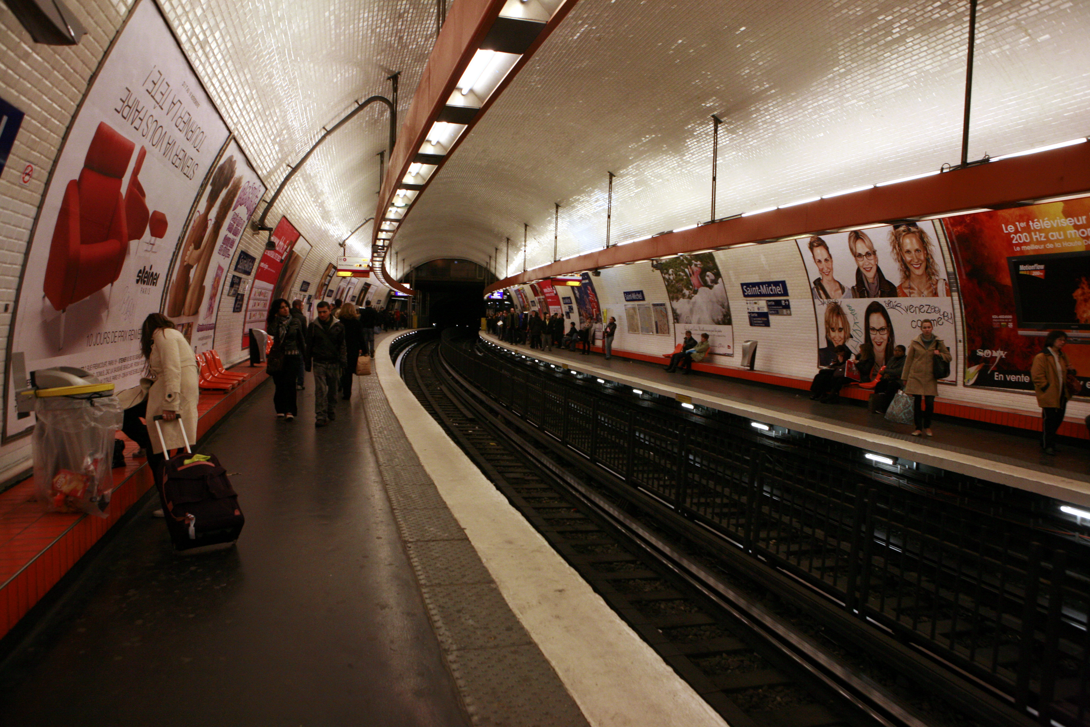 Estaci n de saint michel wikiwand - Metro saint michel paris ...