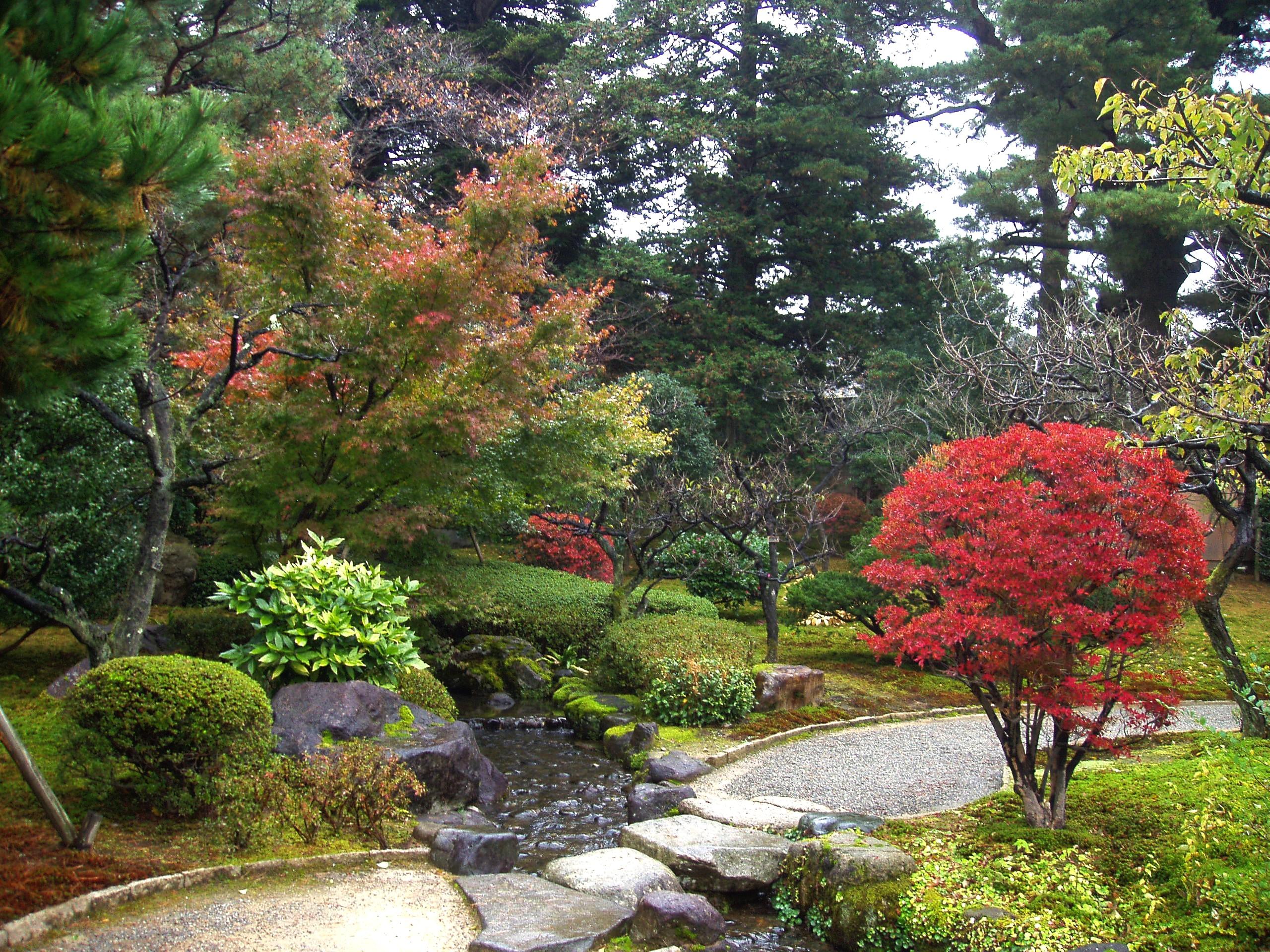 File pasaje kenrokuen kanazawa japon jpg wikimedia commons for Jardin kenrokuen