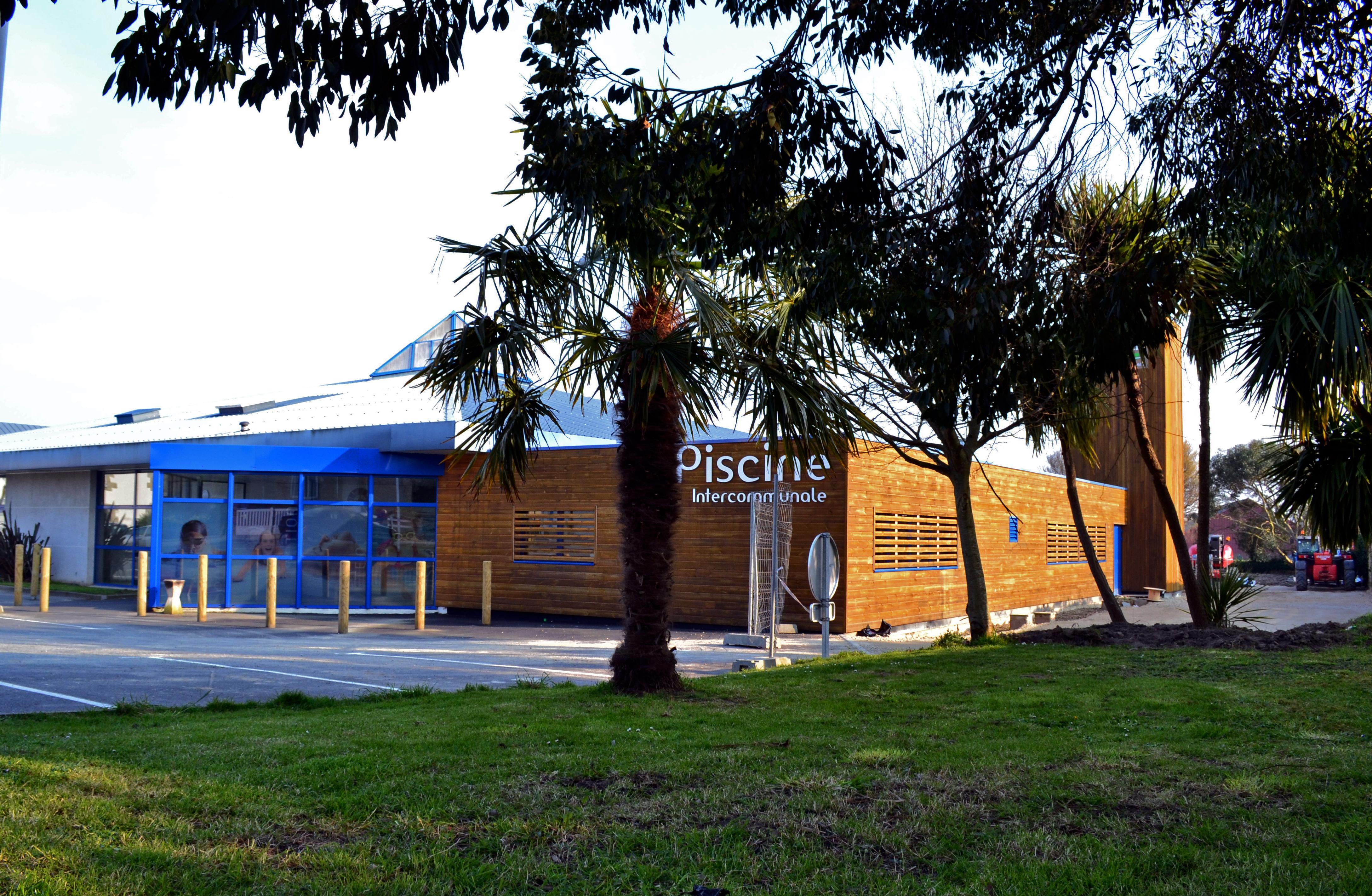 File piscine intercommunale saint pol de l on jpg for Piscine de laon