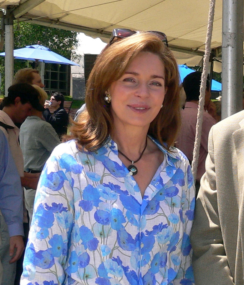 File:Queen Noor of Jordan cropped.jpg - Wikipedia, the free ...