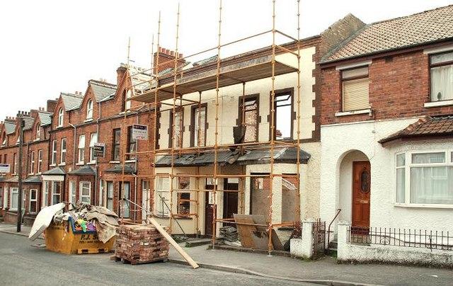 Renovating houses, Belfast - geograph.org.uk - 1405519.jpg English: Renovating houses, Belfast The façades of nos 11 &13 Elaine Street are