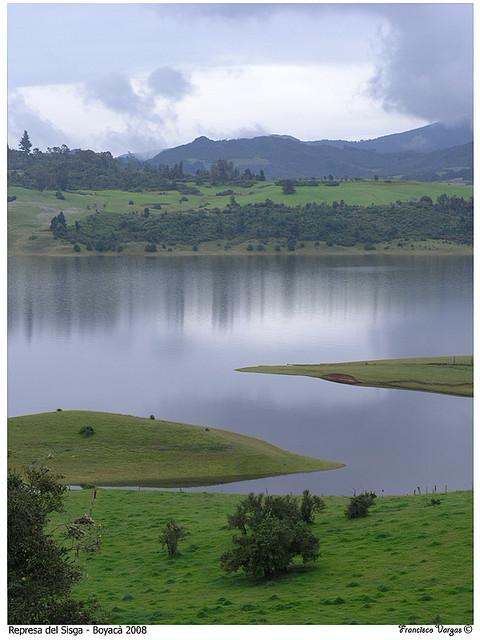 File:Represa de Sisga 3 jpg - Wikimedia Commons