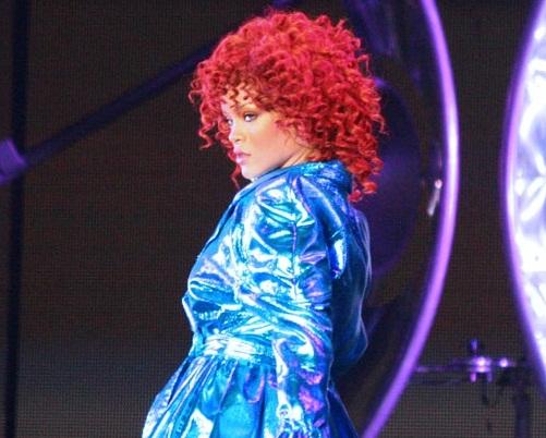 Rihanna,_Minneapolis_cropped.jpg (501×402)