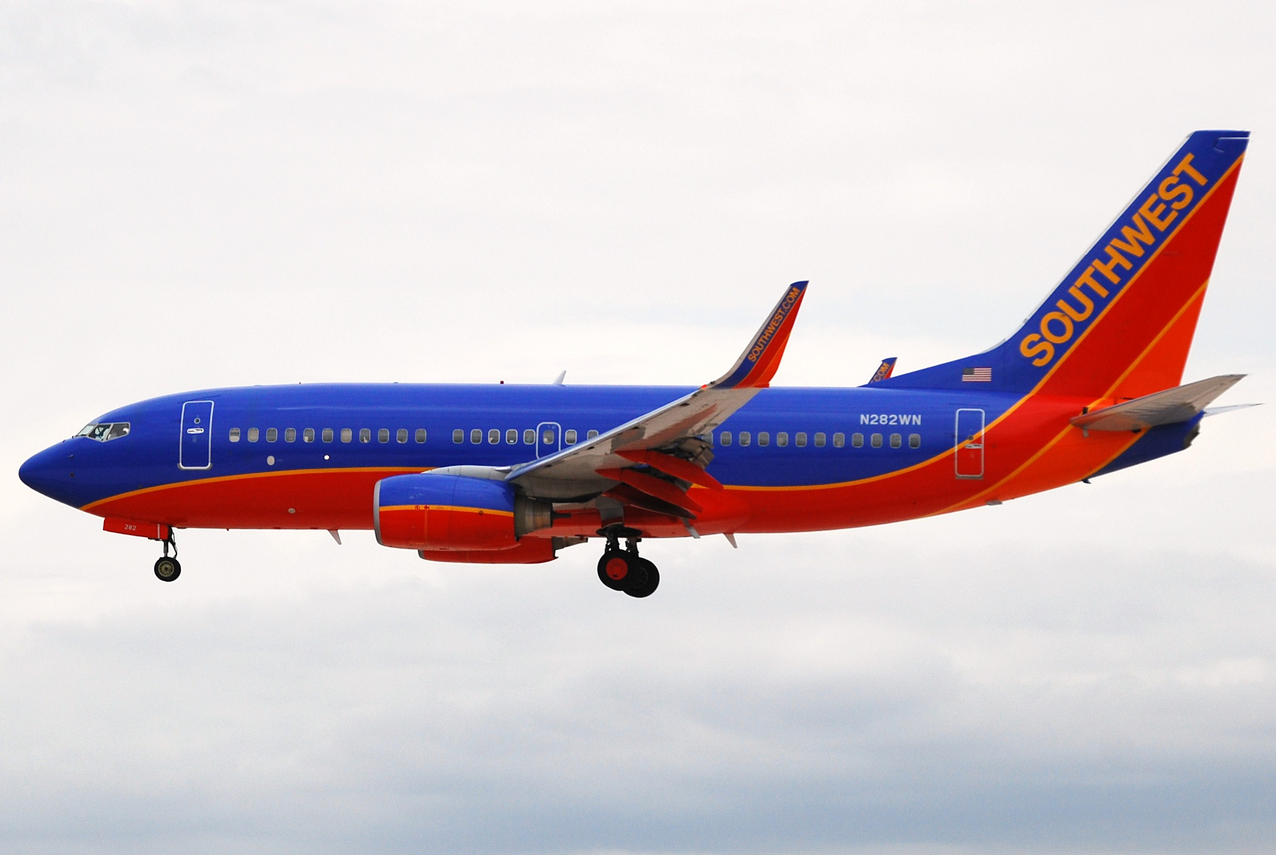 Southwest Airlines 737-700 N736SA. Sea-Tac Airport Seattle ...