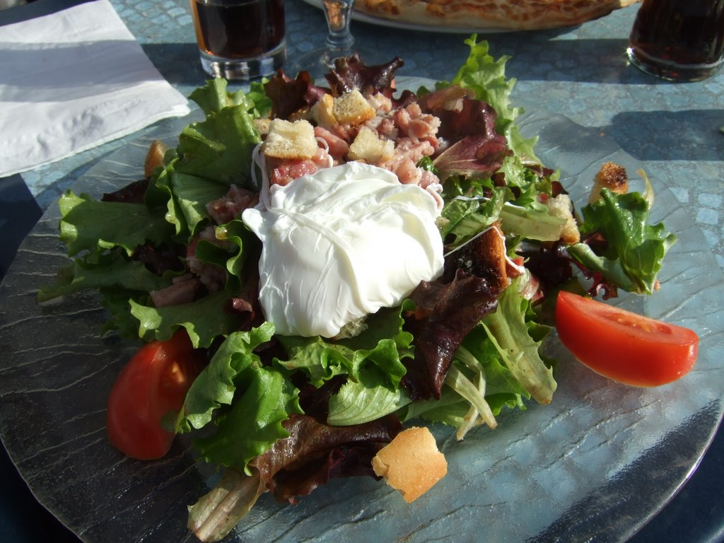 http://upload.wikimedia.org/wikipedia/commons/7/72/Salade-Lyonnaise.jpg
