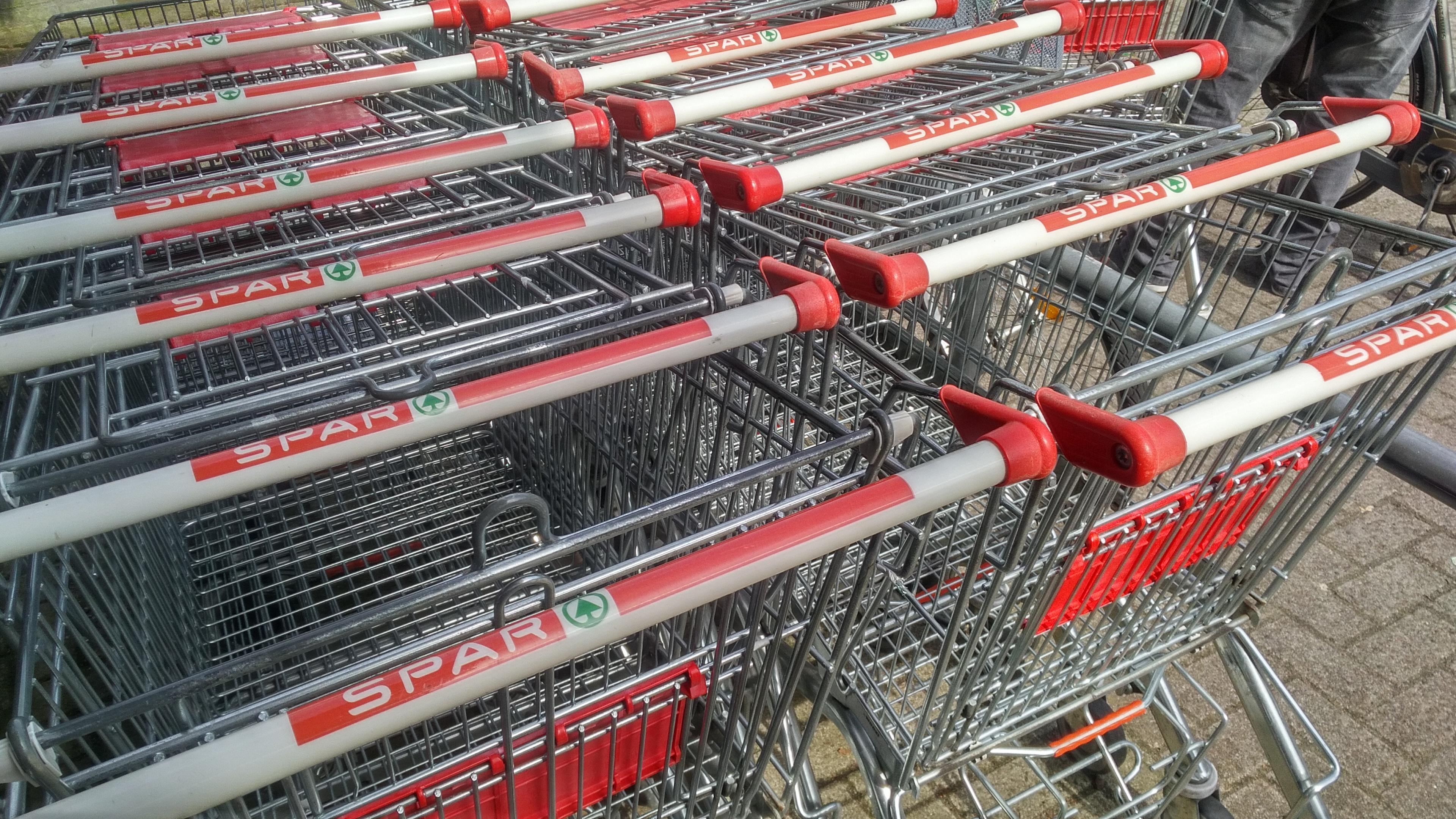 File:Spar shopping carts, Winschoten (2018).jpg - Wikimedia Commons