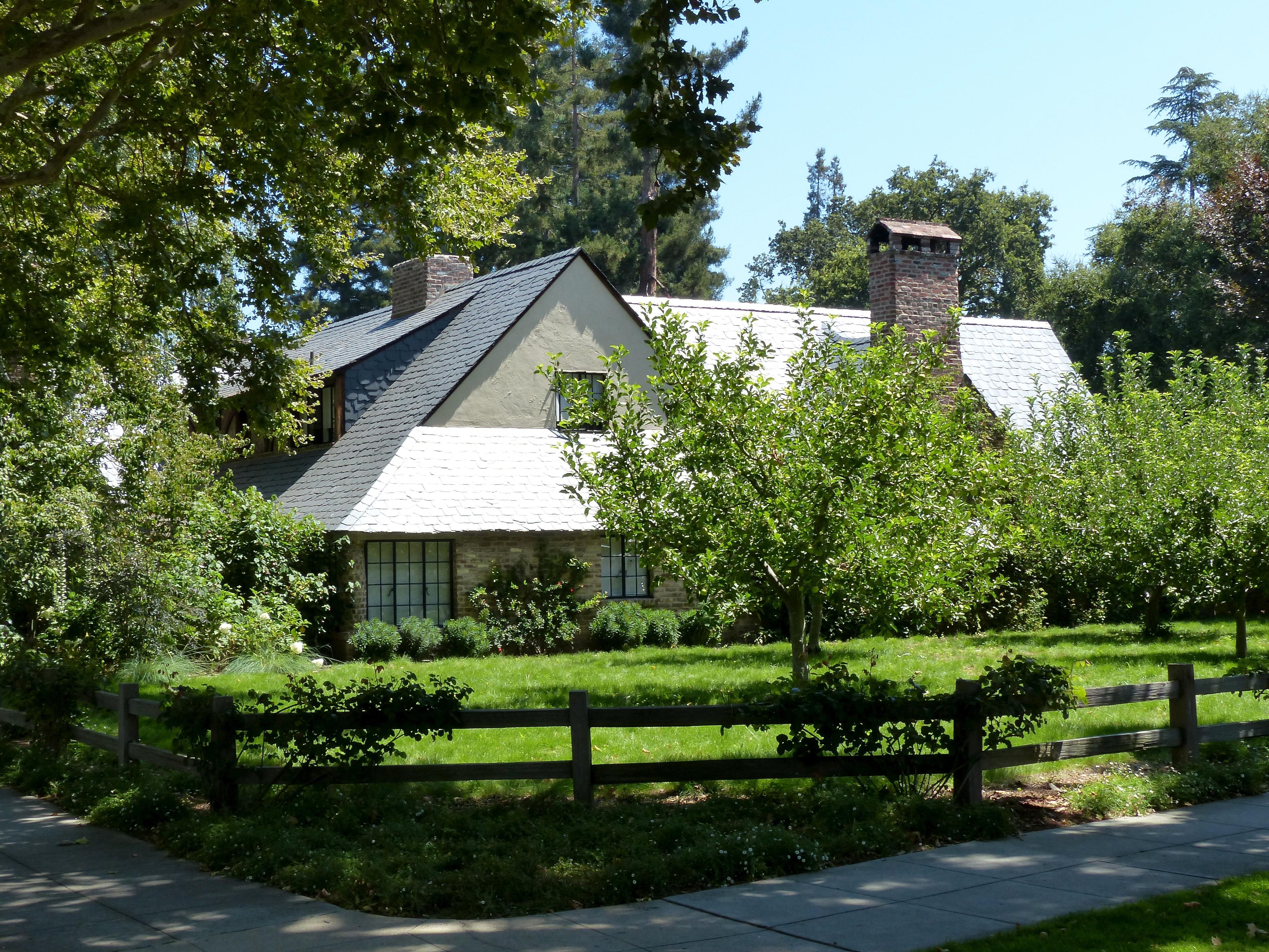 File:Steve Jobss House in Palo Alto (9602783108).jpg - Wikimedia Commons