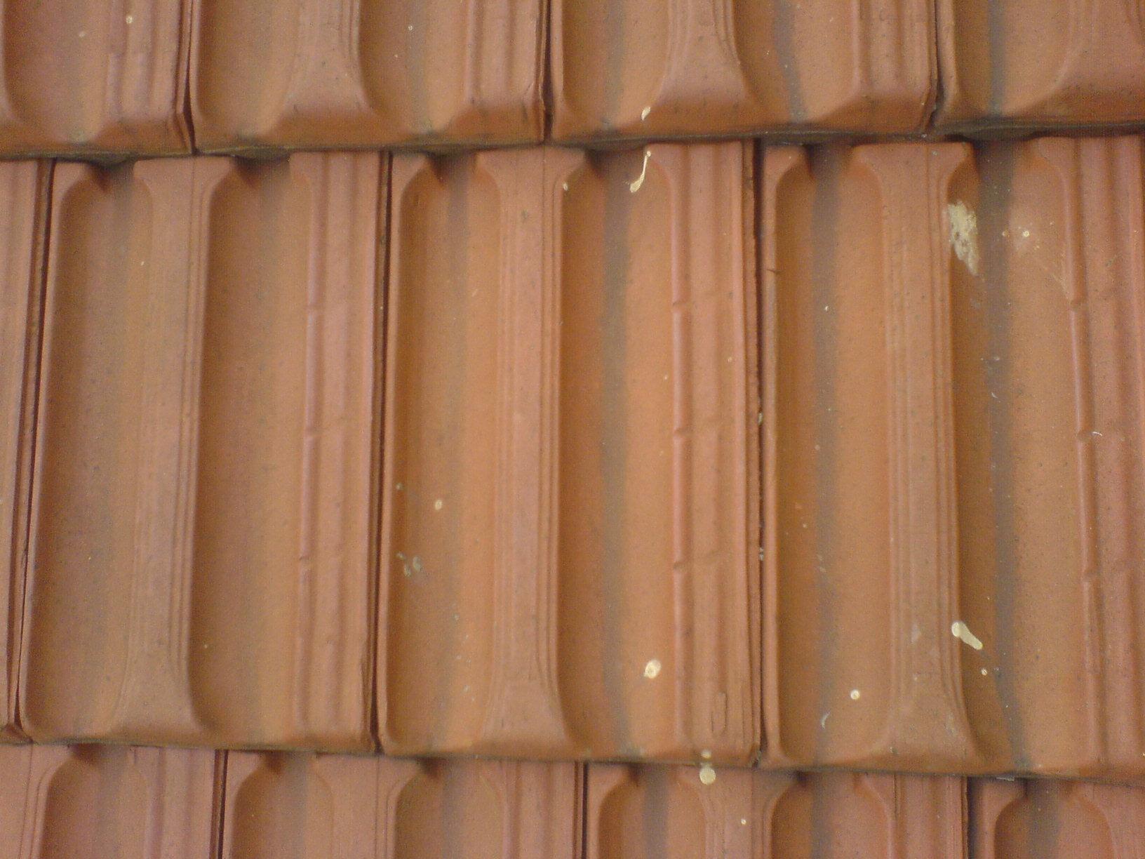 File tegole wikipedia for Tegole del tetto della casetta