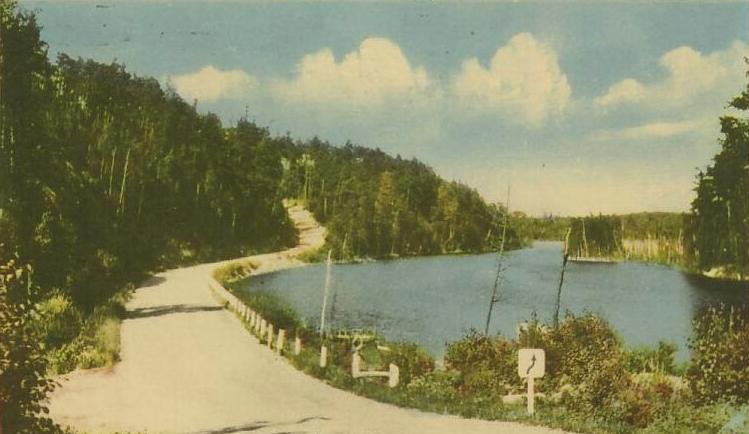 https://upload.wikimedia.org/wikipedia/commons/7/72/Temagami_Ferguson_Highway.jpg