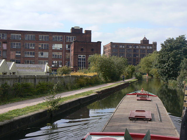 The way into Leigh by canal - geograph.org.uk - 1500533