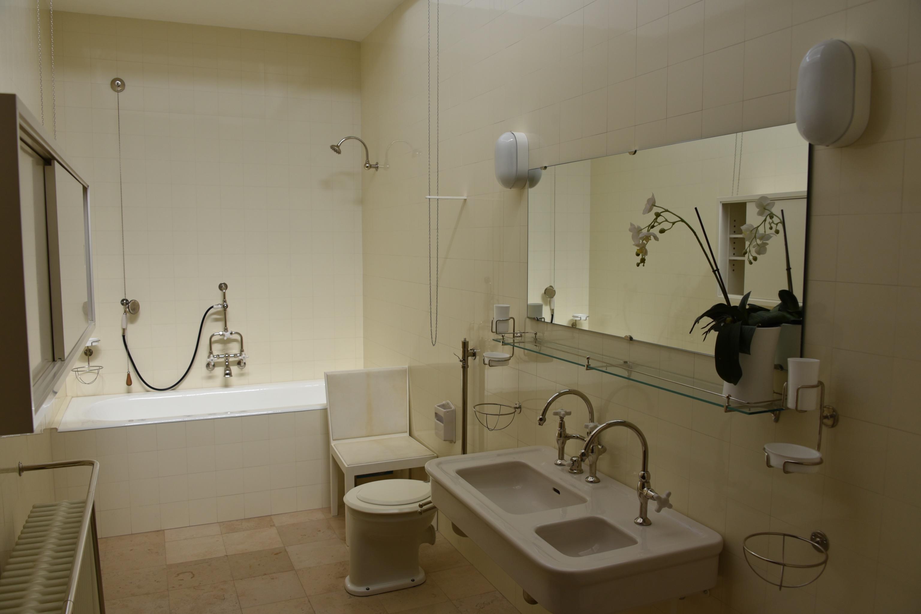 file:villa tugendhat - badezimmer - wikimedia commons, Badezimmer ideen