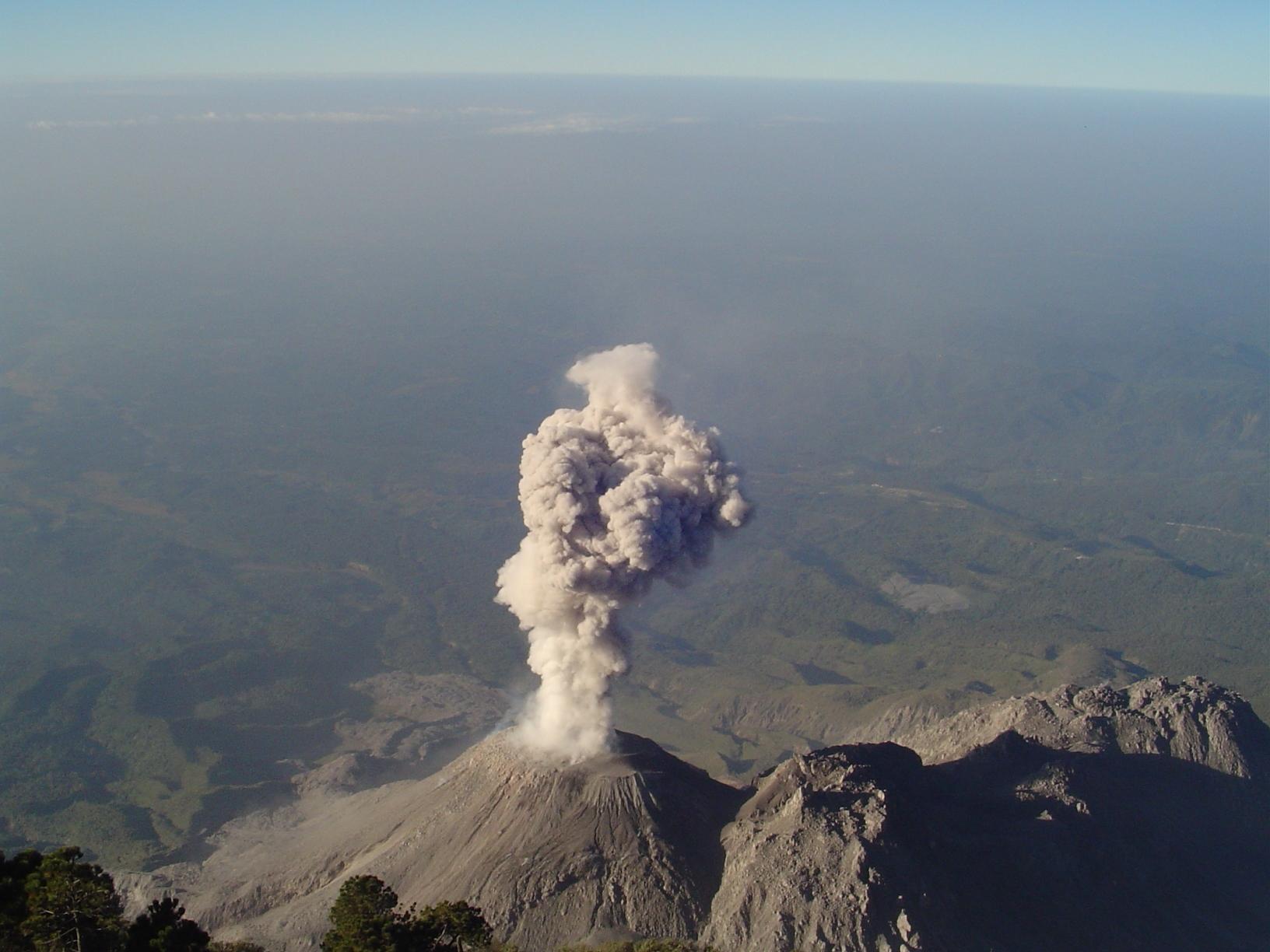 Resultado de imaxes para volcanes de tipo ceniza