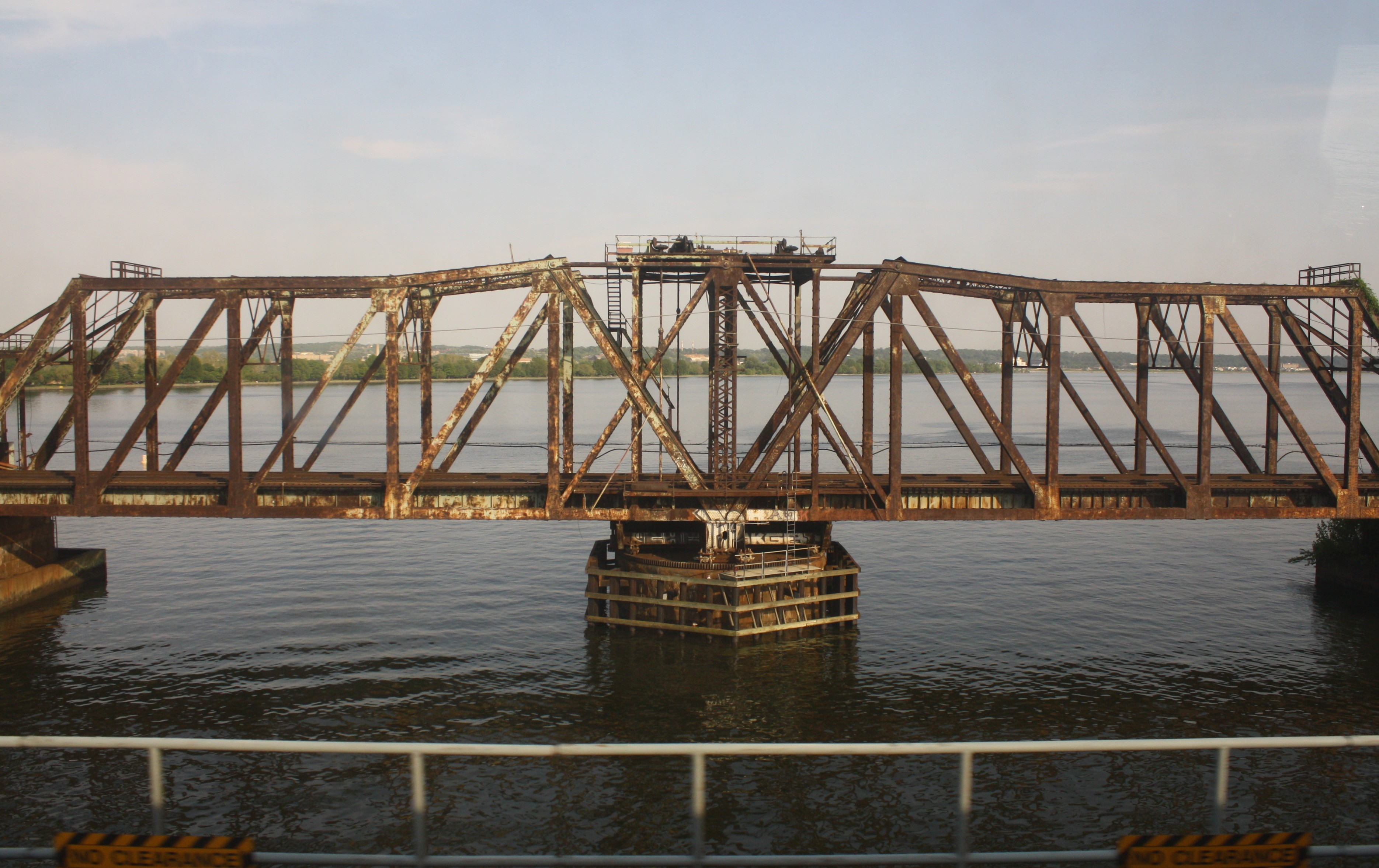 "By Elvert Barnes from Hyattsville MD, USA [<a href=""https://creativecommons.org/licenses/by-sa/2.0"">CC BY-SA 2.0</a>], <a href=""https://commons.wikimedia.org/wiki/File%3AWashington_Railway_Long_Bridge_at_14th_Street_Bridge_Complex_from_WMATA_Yellow_Line_-_23_April_2010.jpg"">via Wikimedia Commons</a>"