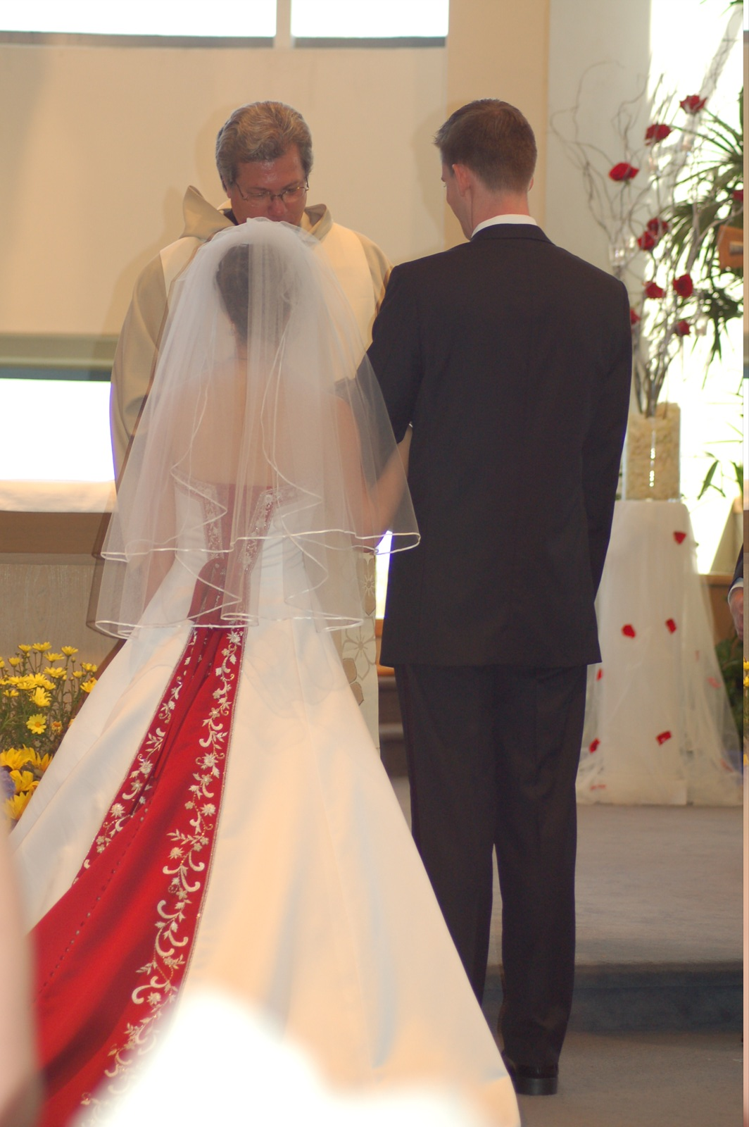 File:White and red wedding dress.jpg