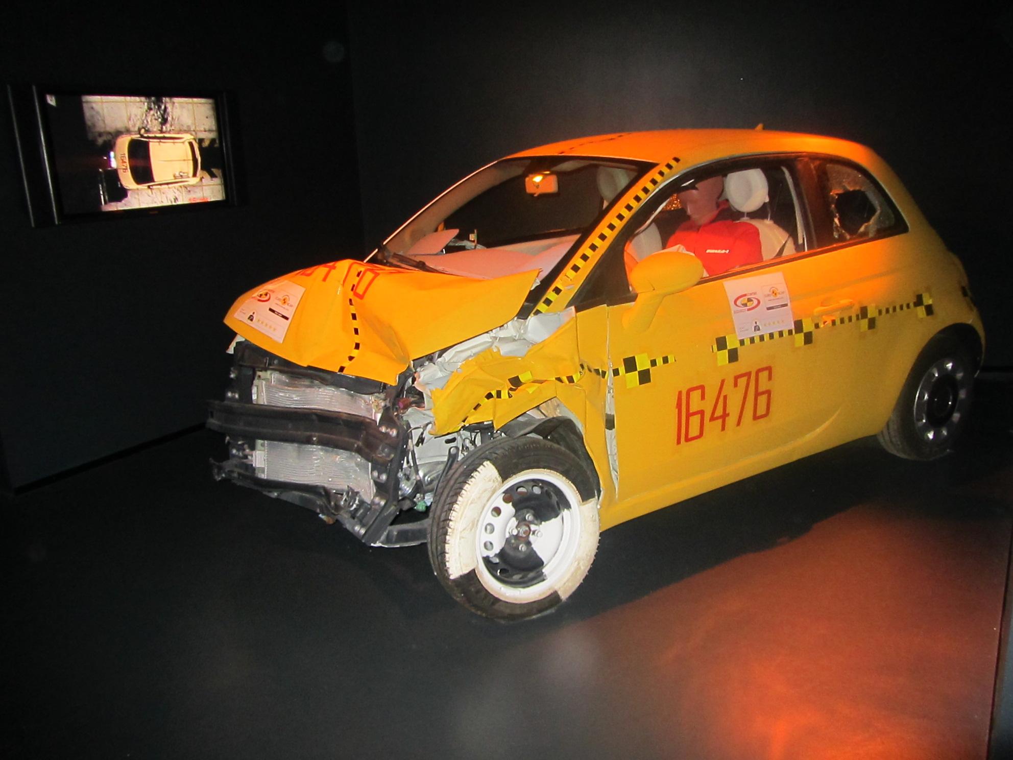 file 01 fiat 500 security crash test museo automobile. Black Bedroom Furniture Sets. Home Design Ideas