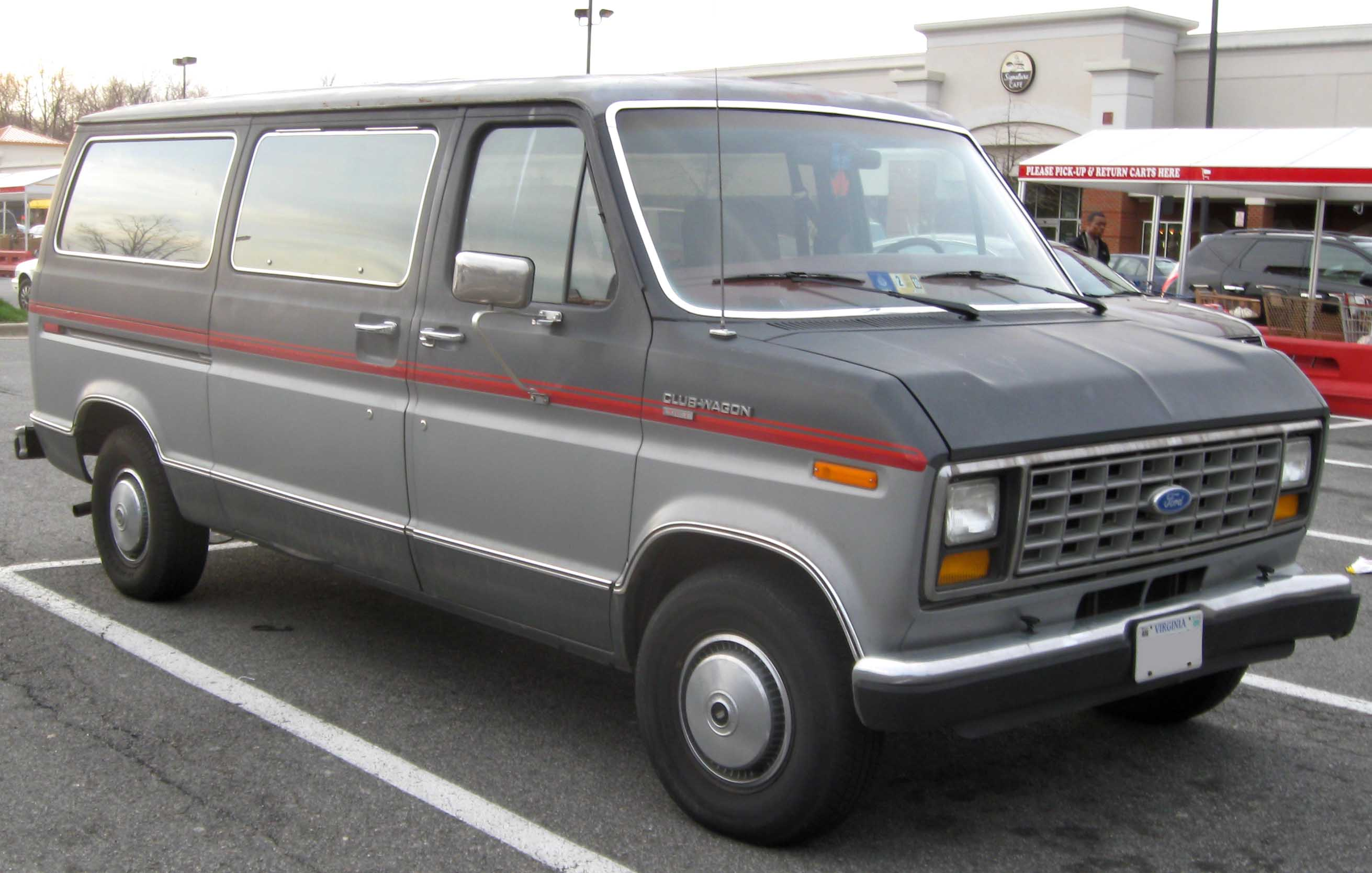 File 83 91 Ford Club Wagon Xlt Jpg Wikimedia Commons