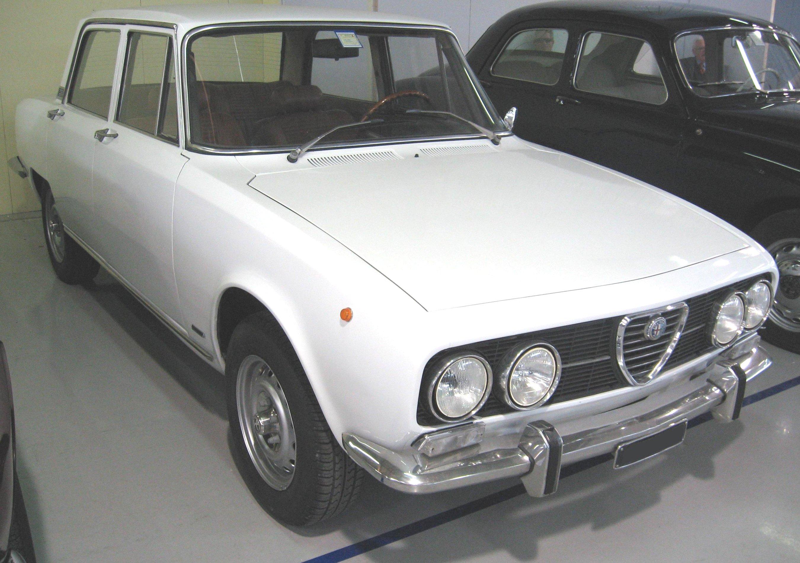 Alfa Romeo Mito >> File:Alfa Romeo 2000 Berlina.JPG - Wikimedia Commons