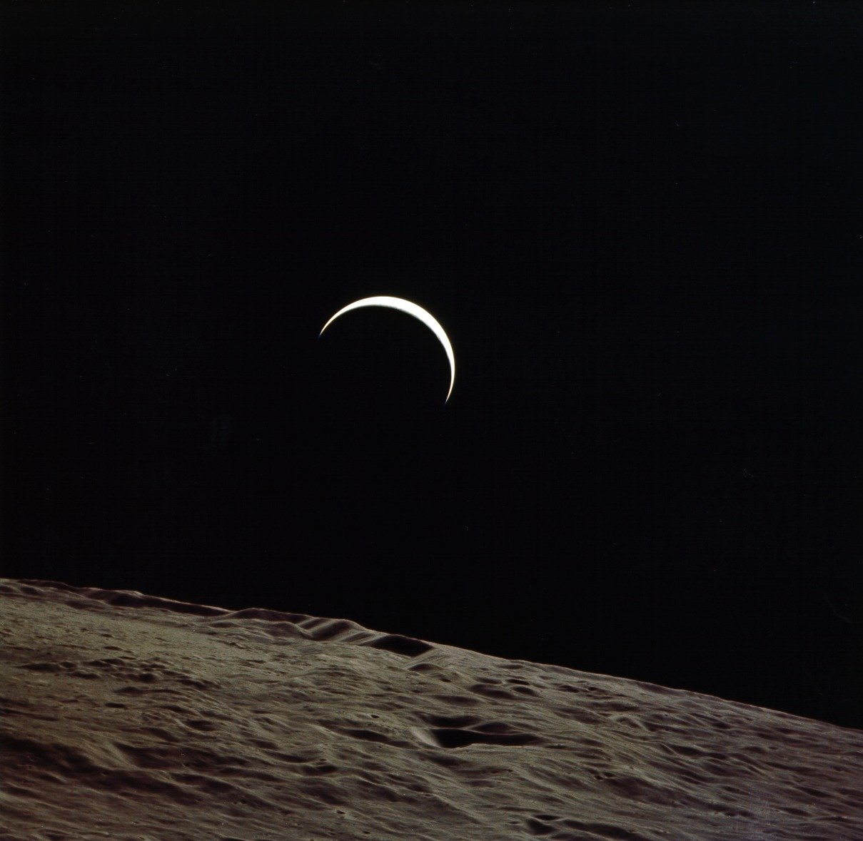 file:apollo 15 earthrise - wikimedia commons