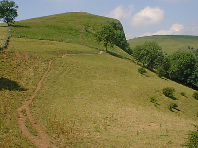 Approaching Thor's Cave From Wetton - geograph.org.uk - 304775